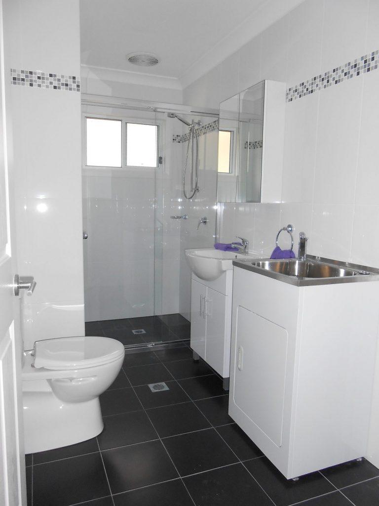Granny-Flat-complted-bathroom-laundry-comb